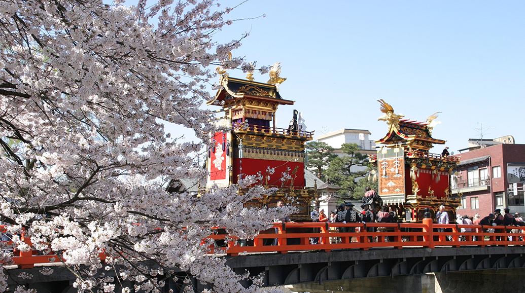 春の高山祭(画像)